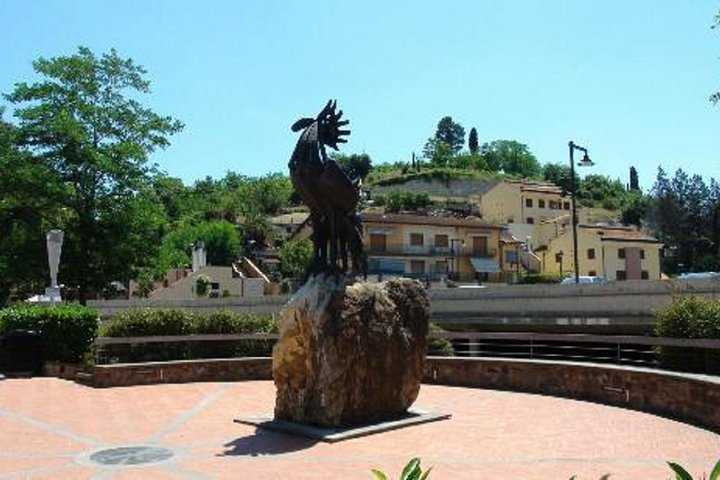 Private wine experience in Chianti hills with lunch from Florence or Siena